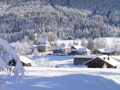 Vue du chef lieu du Bourget en Huile sous la neige