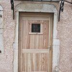 Fabrication Porte entrée Rustique Typique savoyarde en Mélèze, Artisan Menuisier Bois des Huiles
